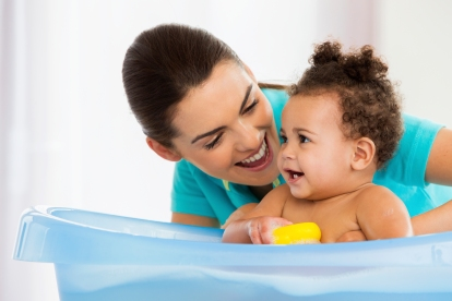 Mom Baby Bath_000025881522